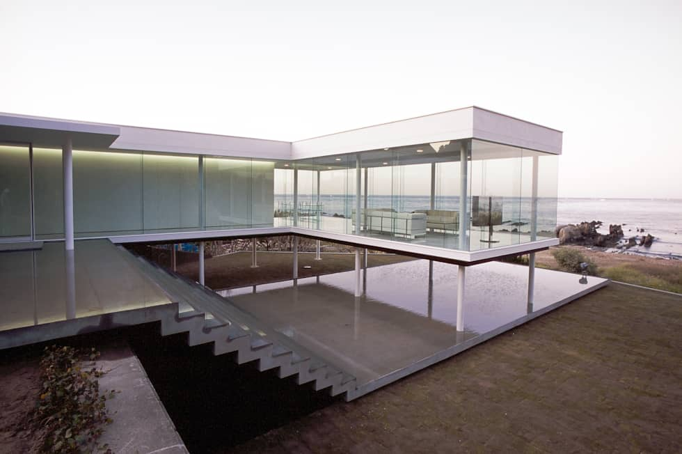ガラス建築: 近藤博史建築設計事務所が手掛けた家です。