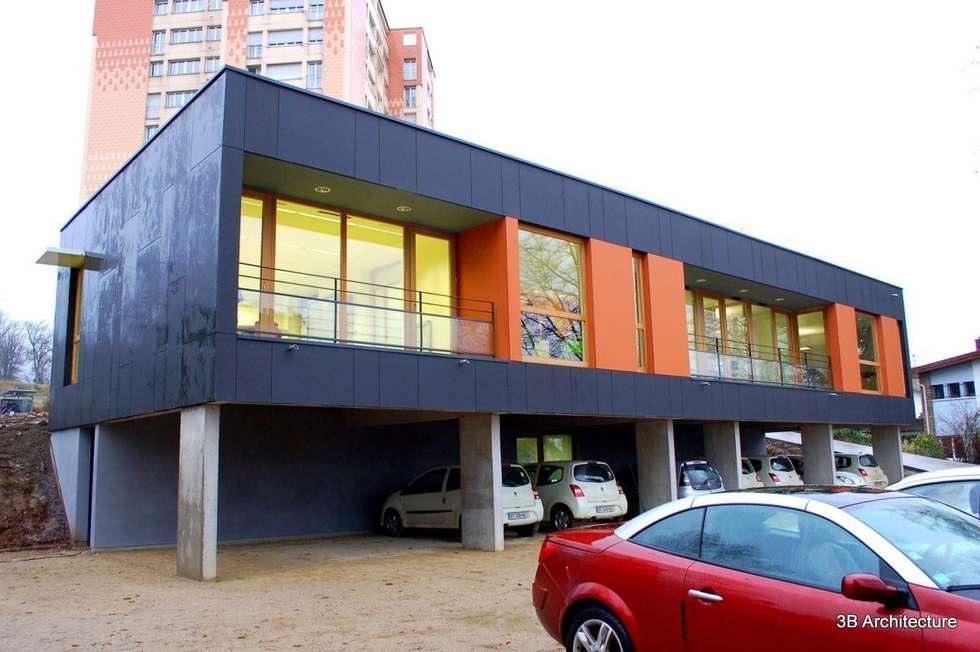 Façade ouverte: Bureaux de style  par 3B Architecture