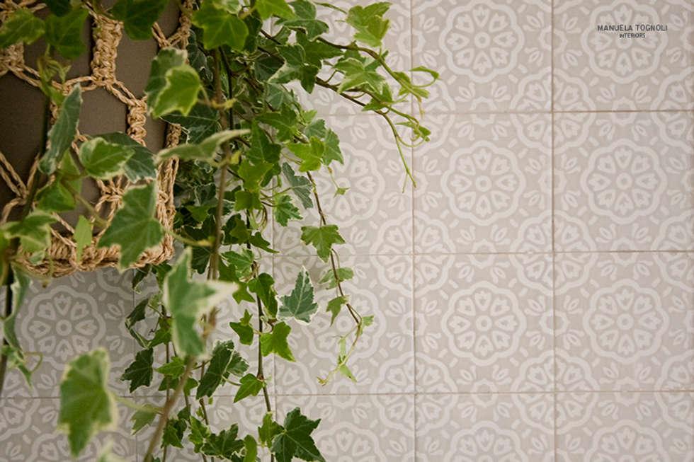 Casa Villa Pamphili: Bagno in stile in stile classico di Manuela Tognoli * Label201