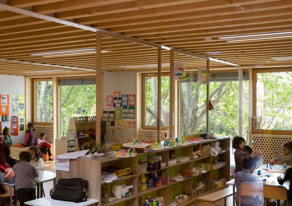 Un bâtiment sain: Ecoles de style  par TECTONIQUES + L'ATELIER GA