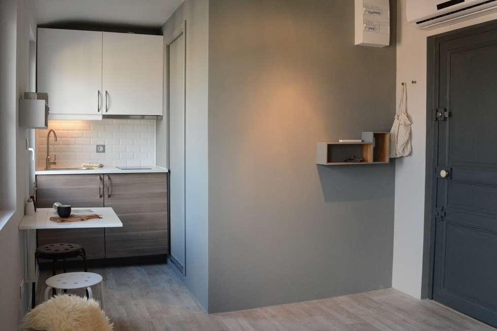 Aménagement studio: Couloir et hall d'entrée de style  par Insides