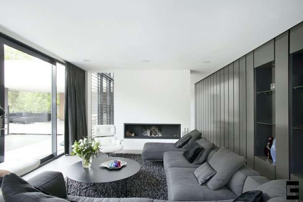 Woonhuis 47044: moderne Woonkamer door Geert van den Oetelaar Architect