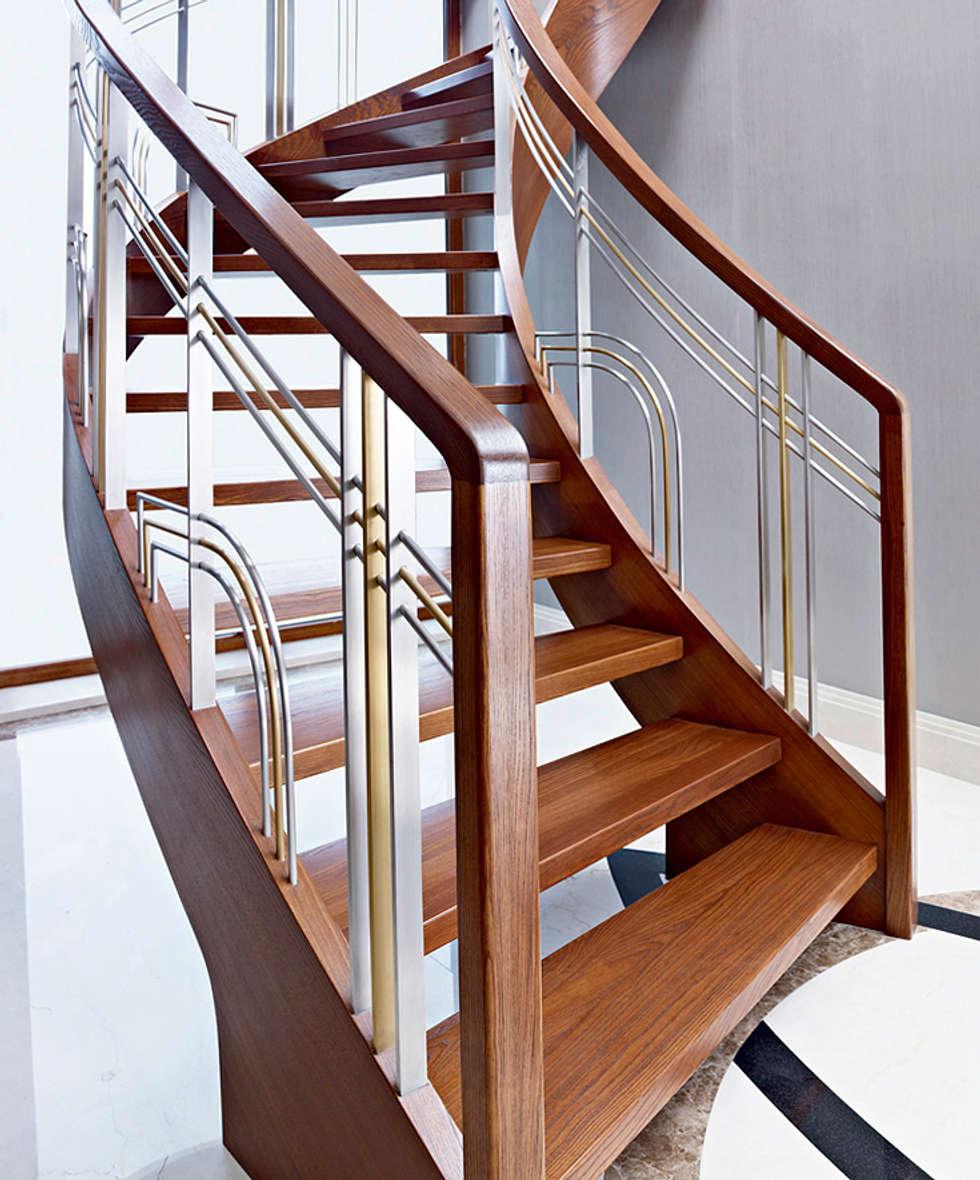 ST770 Nowoczesne schody gięte z jesiony termicznego / ST770 Modern Curved Stairs made of thermo Ash: styl , w kategorii Korytarz, przedpokój zaprojektowany przez Trąbczyński
