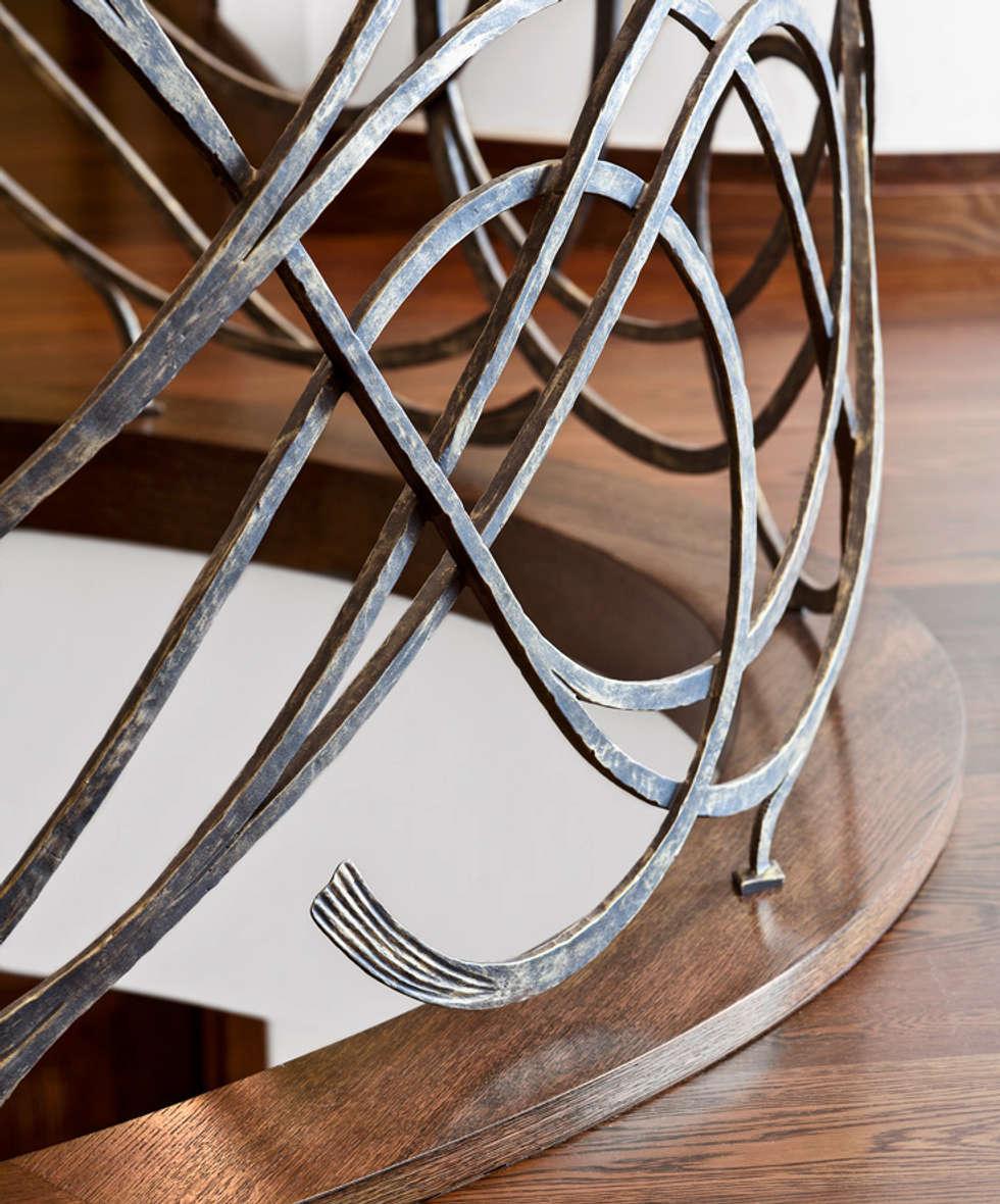ST810 Schody nowoczesne gięte dywanowe / ST810 Modern Curved Zigzag Stairs: styl , w kategorii Korytarz, przedpokój zaprojektowany przez Trąbczyński