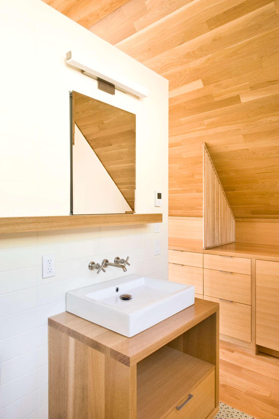 Baños de estilo moderno de PATH Architecture