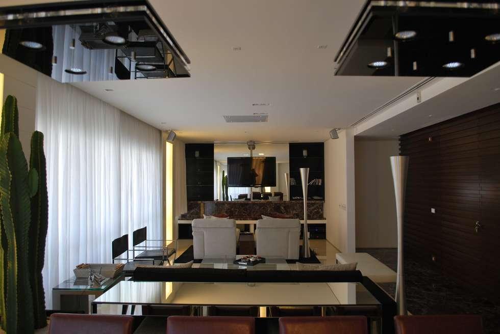 Sala de estar contemporanea: Salas de estar ecléticas por ArkDek