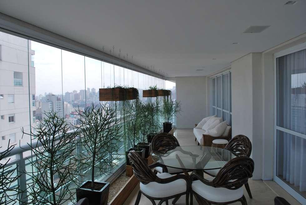 Varanda com espaço para refeições: Terraços  por ArkDek