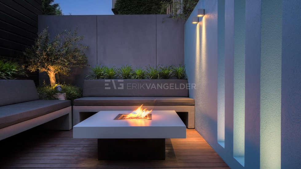 Vuurtafel sfeer modern: minimalistische tuin door erik van gelder