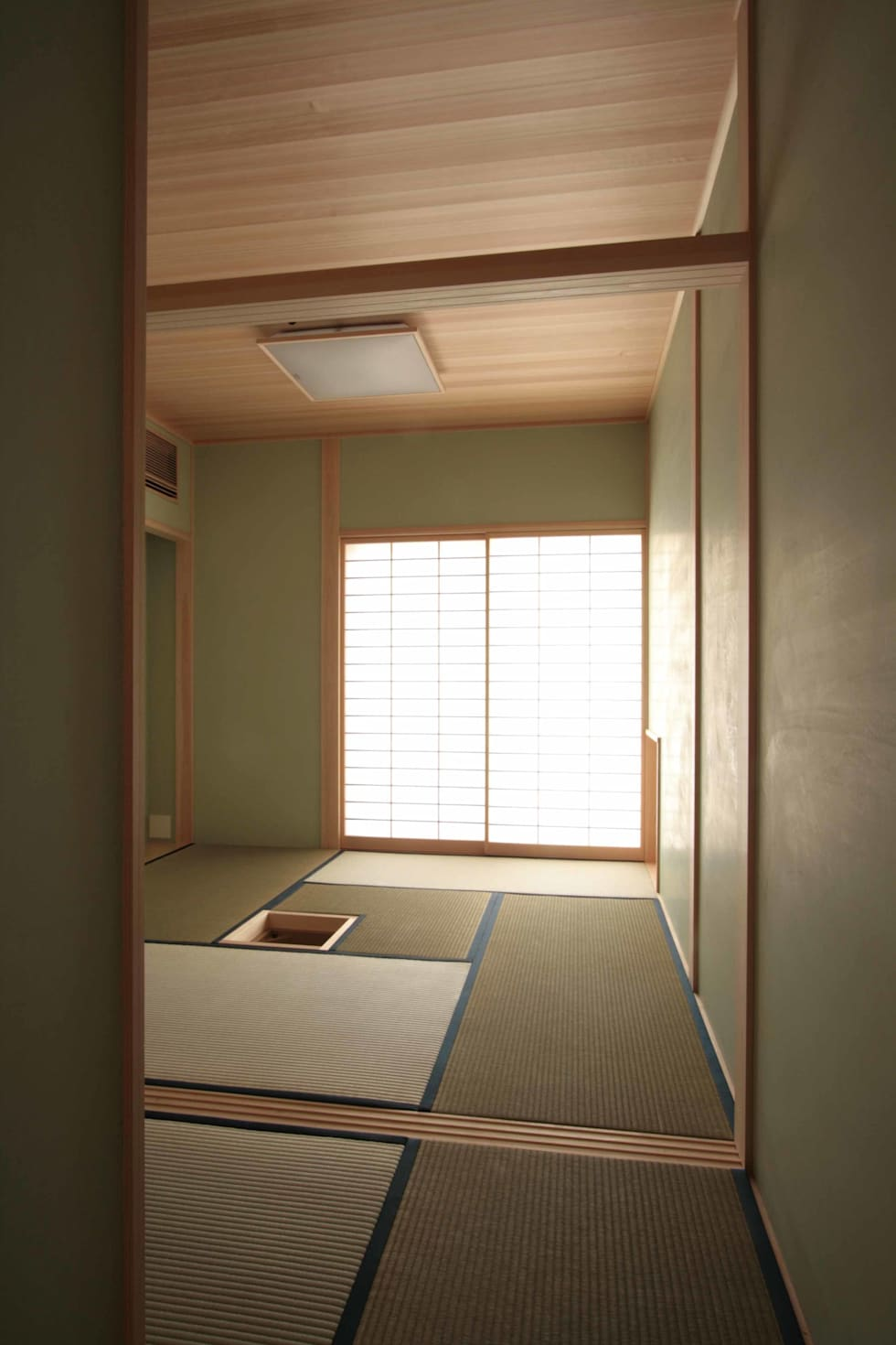 お茶室: 中川龍吾建築設計事務所が手掛けた和室です。