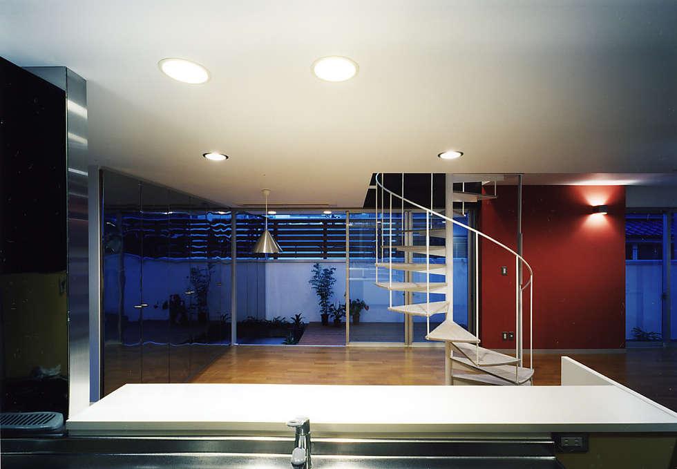 2Fダイニング: 濱嵜良実+株式会社 浜﨑工務店一級建築士事務所が手掛けたダイニングです。