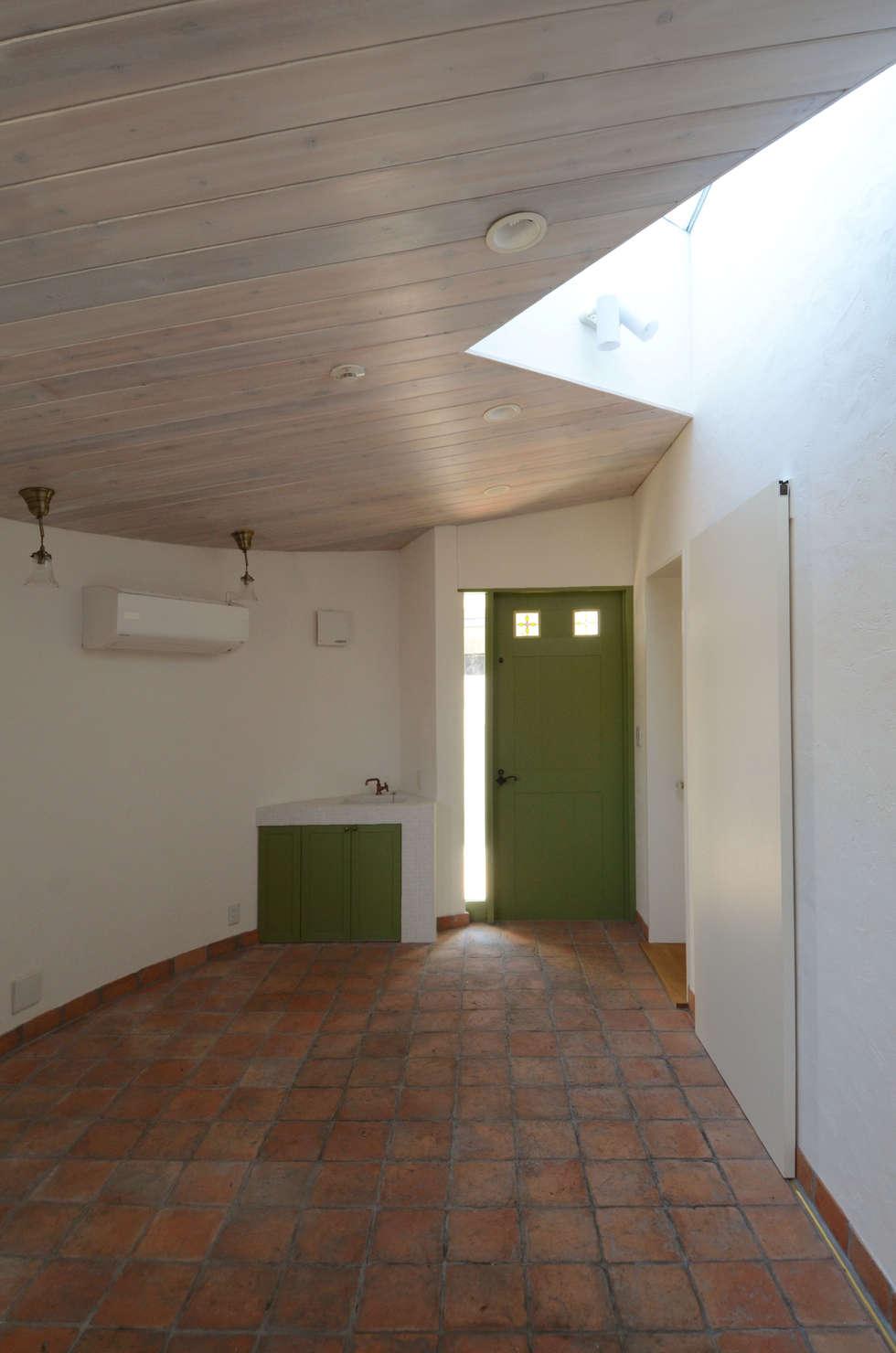 華道教室: 中川龍吾建築設計事務所が手掛けた和室です。
