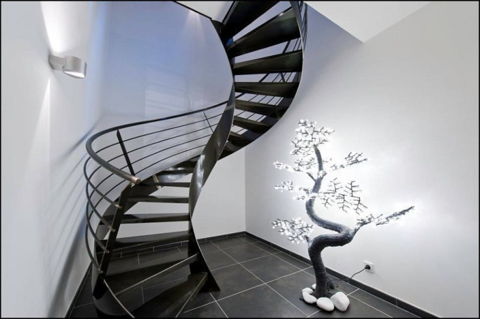 Réalisation contemporaine dans le pays d'Aix: Couloir, entrée, escaliers de style de style Industriel par ARCHIGRAPH
