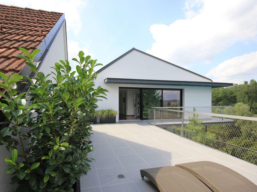 Moderne häuser mit terrasse  Moderne Häuser Bilder: Terrasse oben   homify