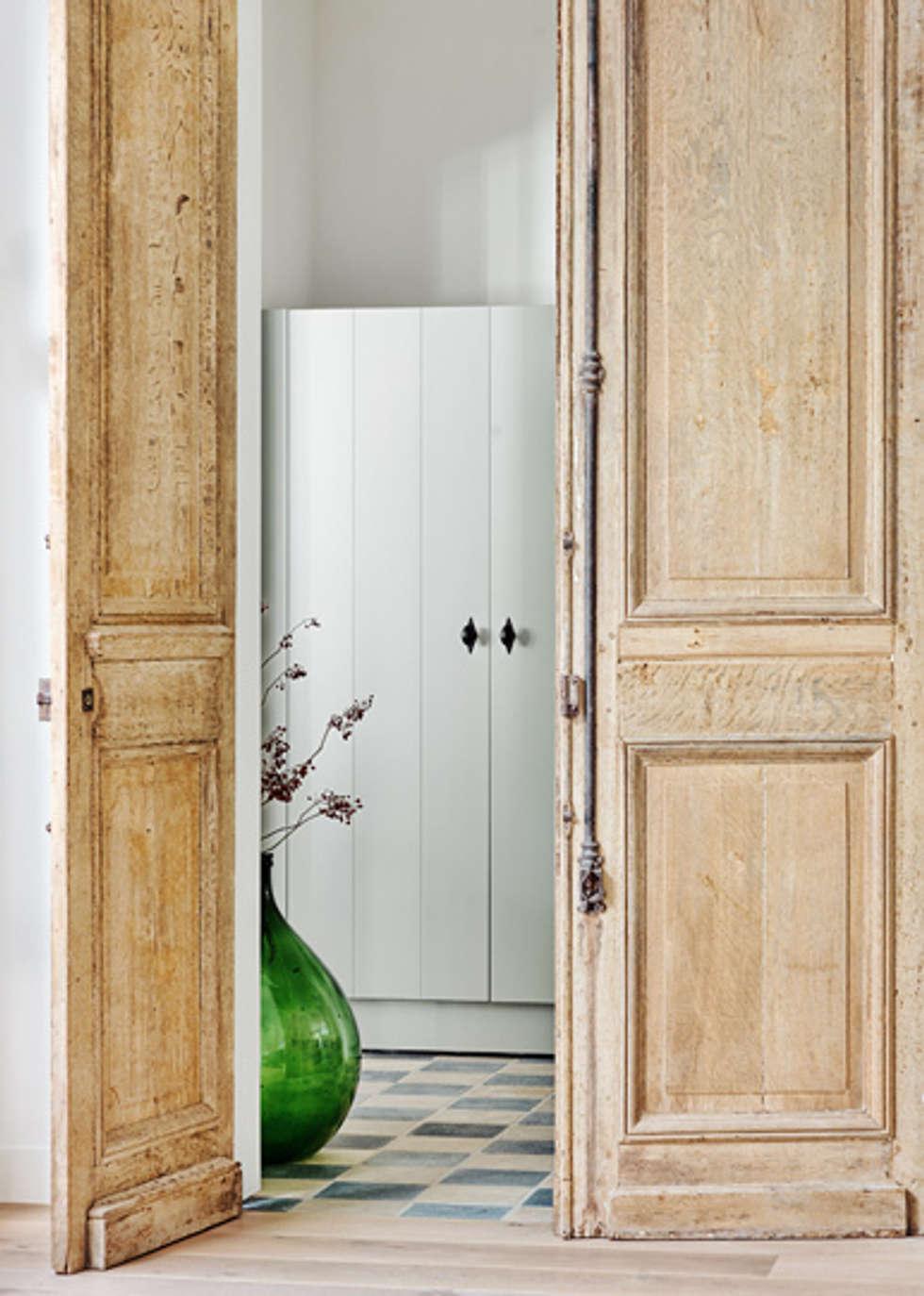 Wonen in het bos:  Gang en hal door Jolanda Knook interieurvormgeving