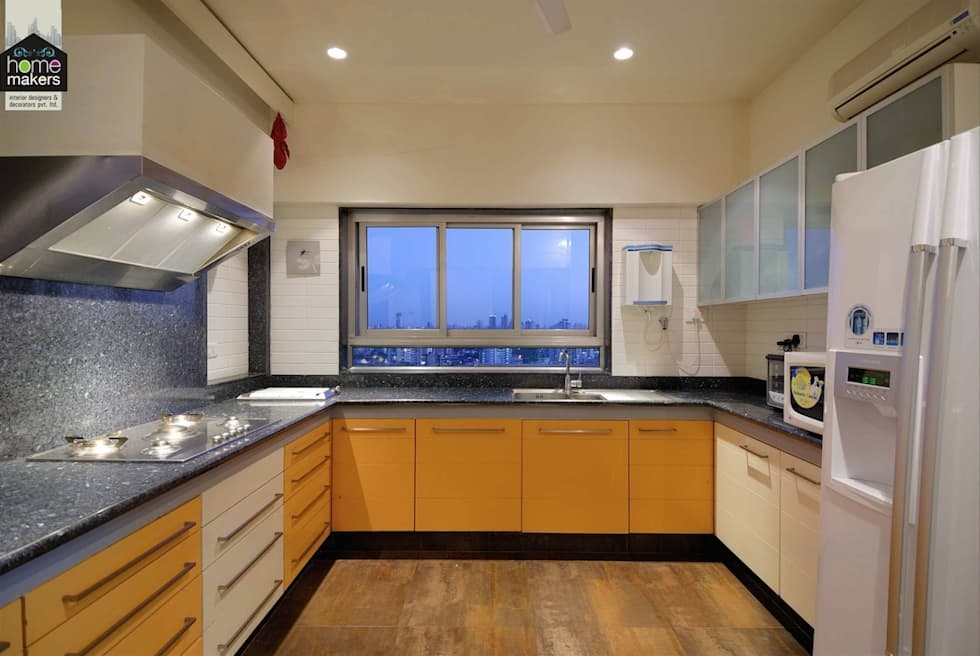 Simple yet Classic Kitchen: classic Kitchen by home makers interior designers & decorators pvt. ltd.