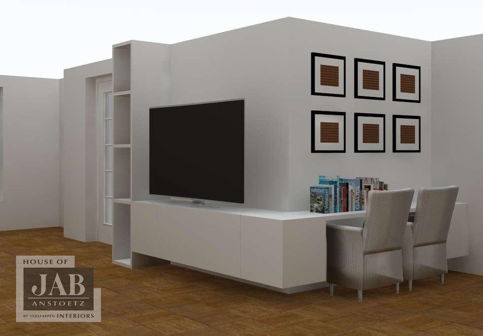 Opbergruimte bureau en tv moderne woonkamer door house of jab by