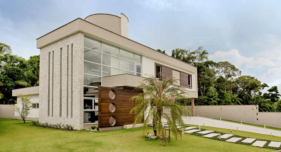 Fachada: Casas modernas por Espaço do Traço arquitetura