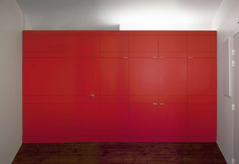 Façade fermée est une façade homogène: Cuisine de style de style Moderne par elodie bonnet ARCHITECTE