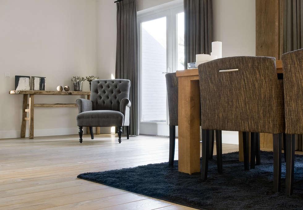 Woonhuis Berkel Enschot woonkamer: landelijke Woonkamer door Interieurvormgeving Inez Burvenich