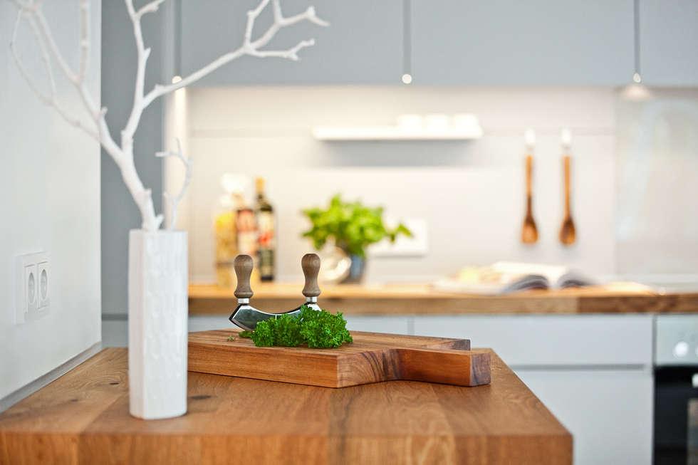 Offene küche mit arbeitsplatte aus parkett moderne küche von lukas palik fotografie