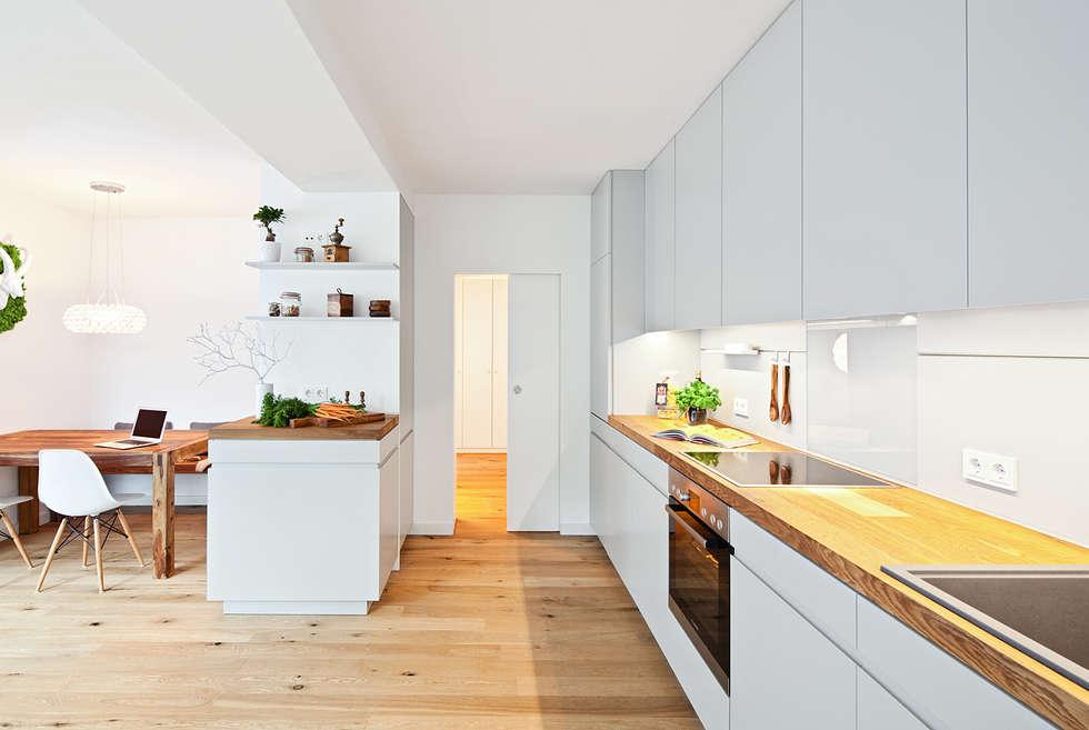 Offene Küche Mit Arbeitsplatte Aus Parkett: Moderne Küche Von Lukas Palik  Fotografie