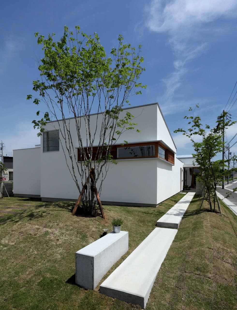 ファサード アプローチ: 松原建築計画 / Matsubara Architect Design Officeが手掛けた家です。