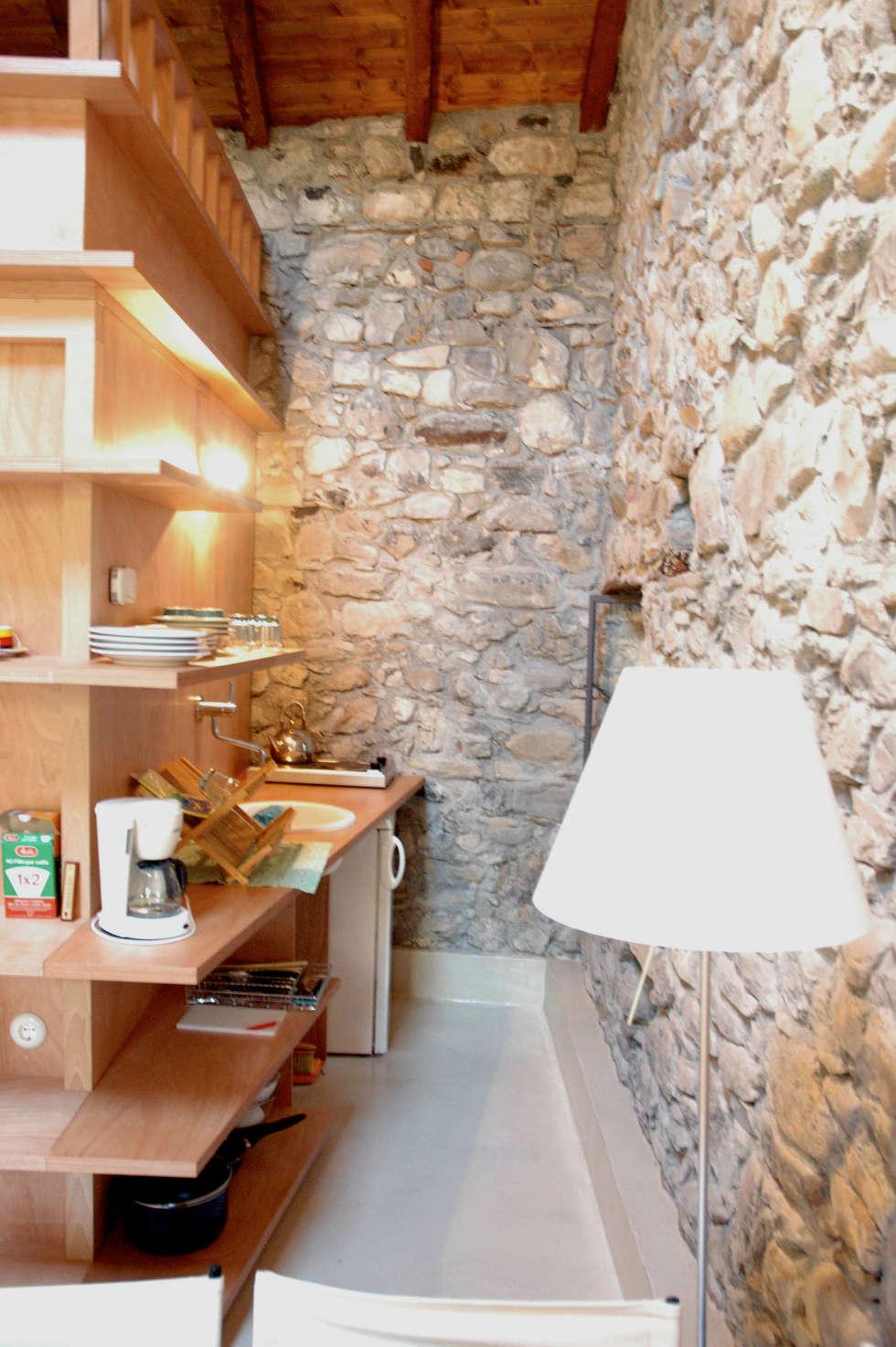 Fienile: Cucina in stile in stile Moderno di Pini&Sträuli Architects