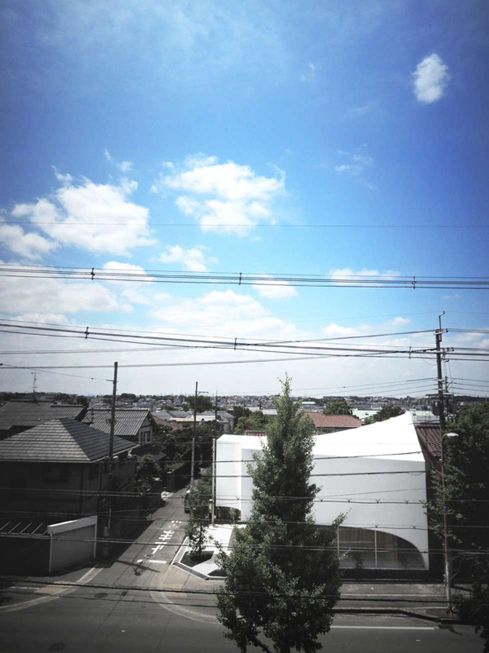 北側から見る: 平沼孝啓建築研究所 (Kohki Hiranuma Architect & Associates)が手掛けた医療機関です。