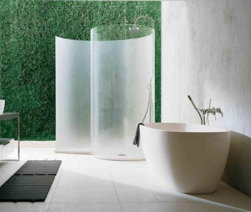 Bagno con dicondra verticale utilizzanzo il sistema Argentino: Bagno in stile in stile Eclettico di Dotto Francesco consulting Green