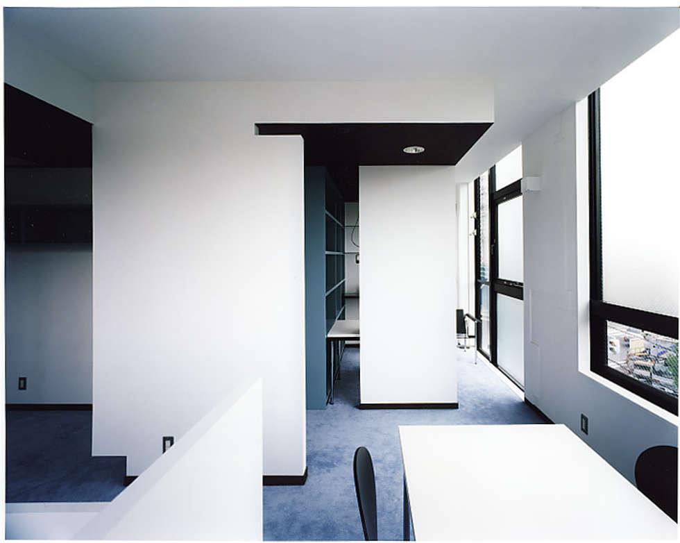 ワークスペース: 濱嵜良実+株式会社 浜﨑工務店一級建築士事務所が手掛けたオフィスビルです。