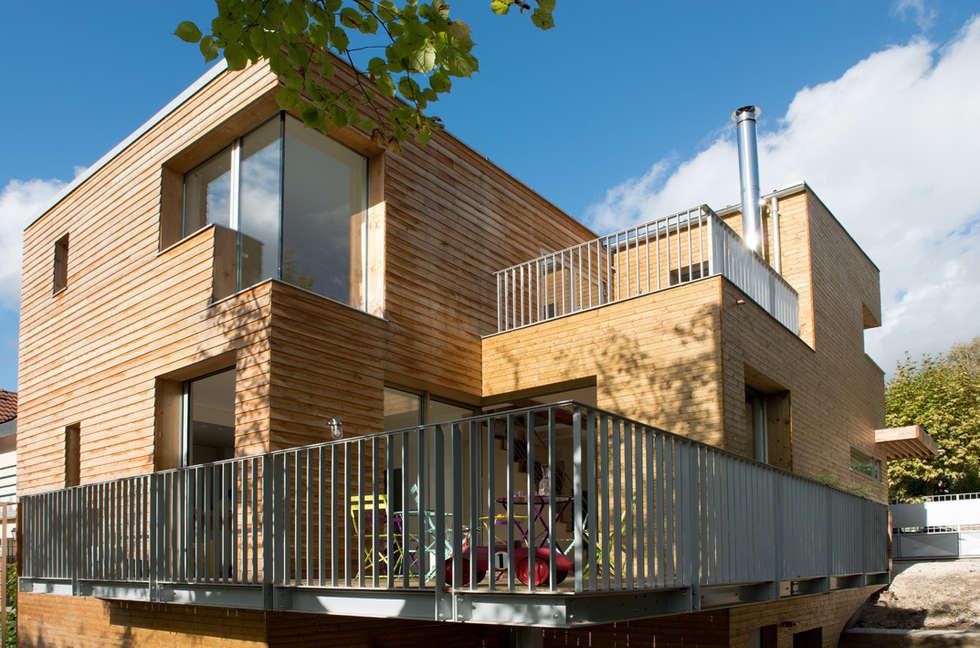 La façade: Maisons de style de style Moderne par MELANIE LALLEMAND ARCHITECTURES