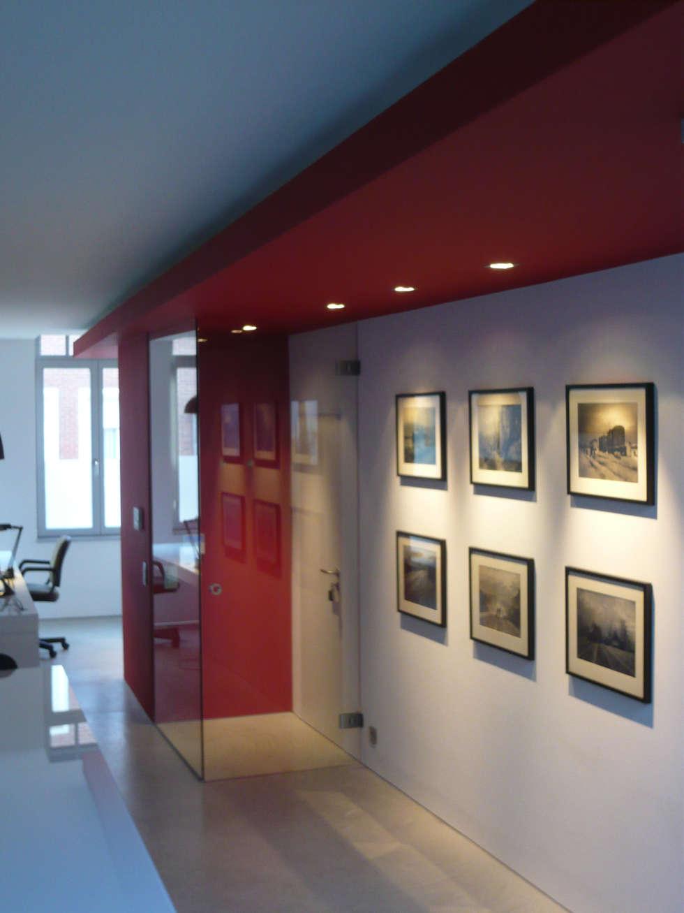 Sas d'entrée: Salle à manger de style de style Minimaliste par Atelier d'architecture François Misonne