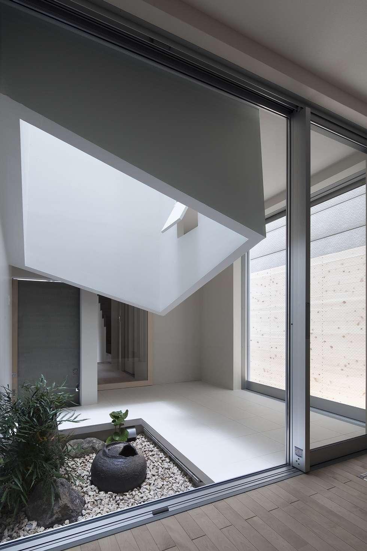 ライトウェル: ARCHIXXX眞野サトル建築デザイン室が手掛けた庭です。