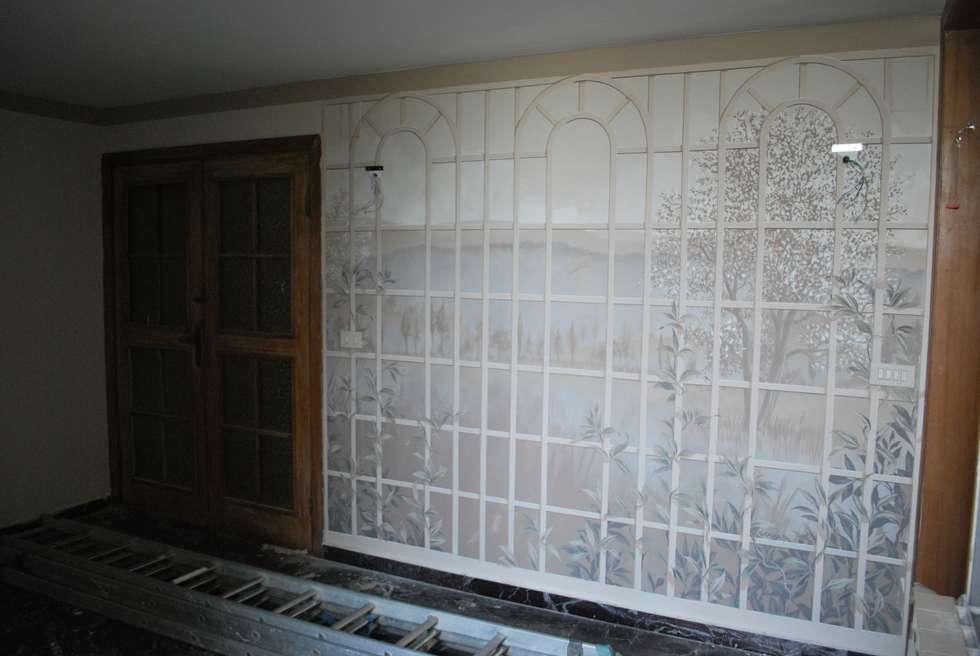 PERGOLATO DI CAMPAGNA: Ingresso & Corridoio in stile  di Studio d'Arte Sezione Aurea