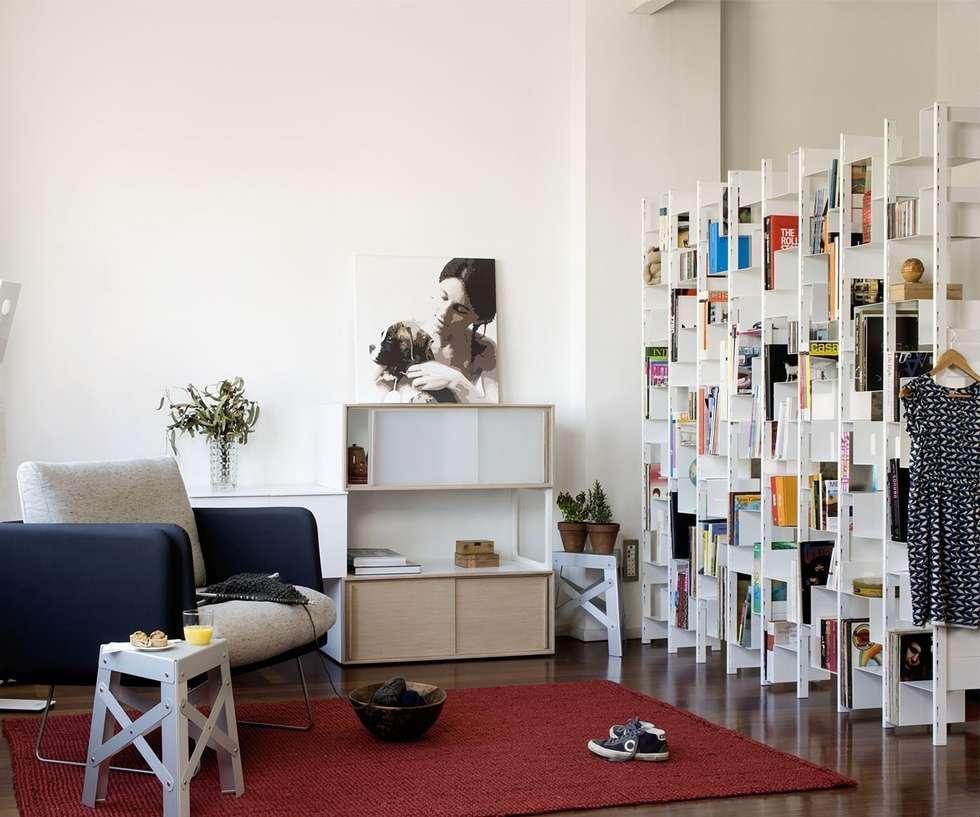 Joint Venture Regalsystem: Moderne Wohnzimmer Von Livarea
