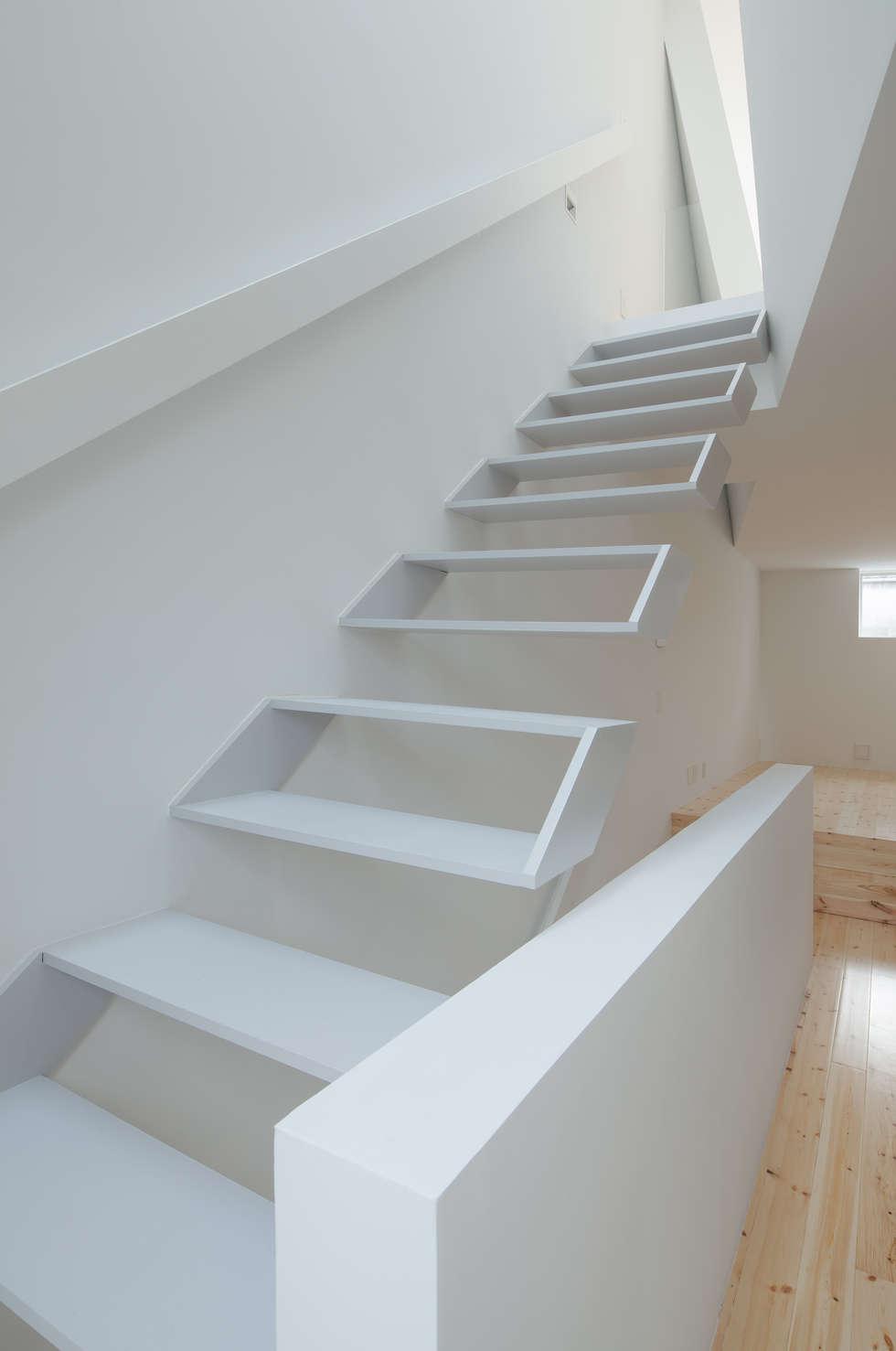 minimalistic Corridor, hallway & stairs by 井戸健治建築研究所 / Ido, Kenji Architectural Studio