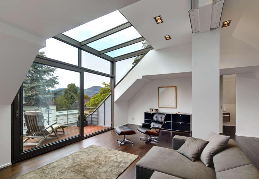 Moderne Wohnzimmer Bilder: Dachgeschoss mit Glasgaube | homify