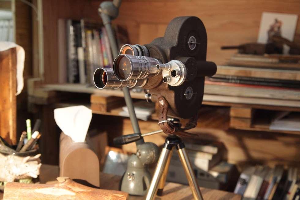 오래된 영상촬영기: 주디자인의  서재 & 사무실