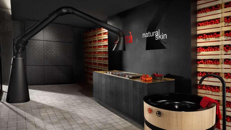 Versatile eleganza in cucina: Cucina in stile in stile Moderno di Progettostore
