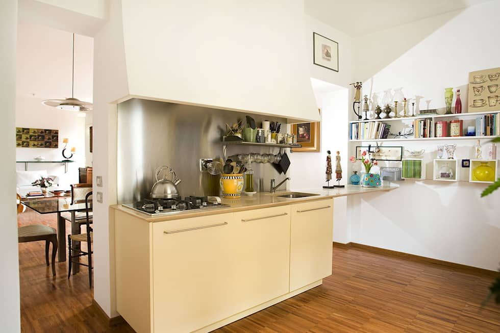 Casa C: Cucina in stile in stile Moderno di Giandomenico Florio Architetto