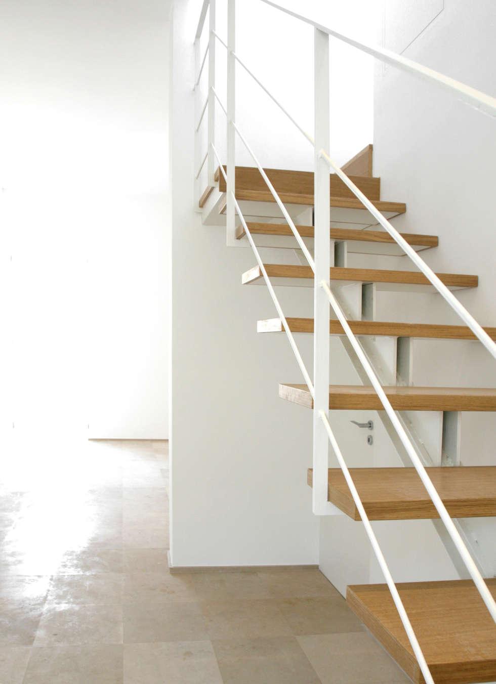 Casa M: Ingresso & Corridoio in stile  di Giandomenico Florio Architetto