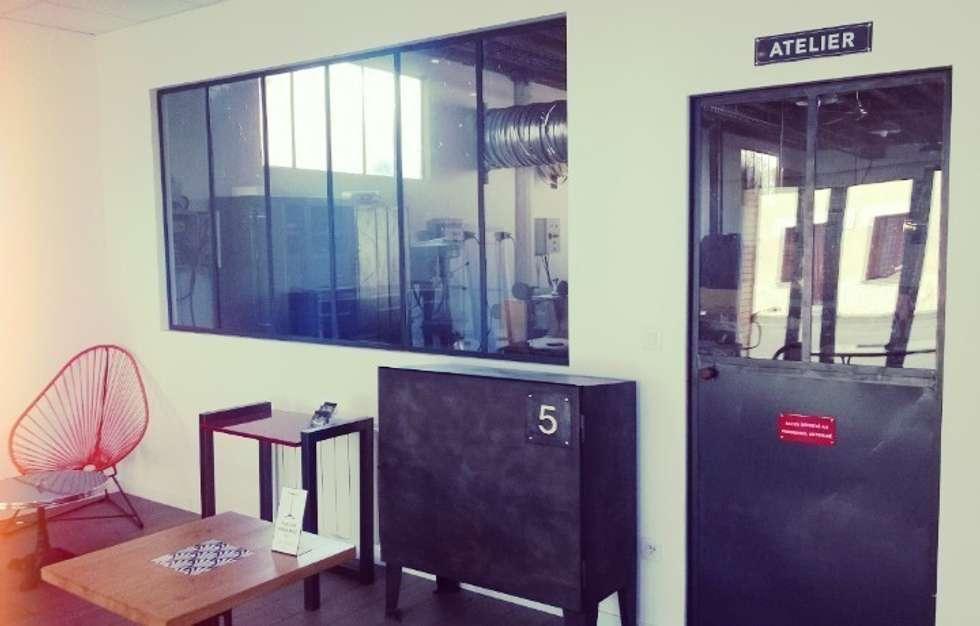 Zoom sur le showroom Hewel mobilier : Lieux d'événements de style  par Hewel mobilier