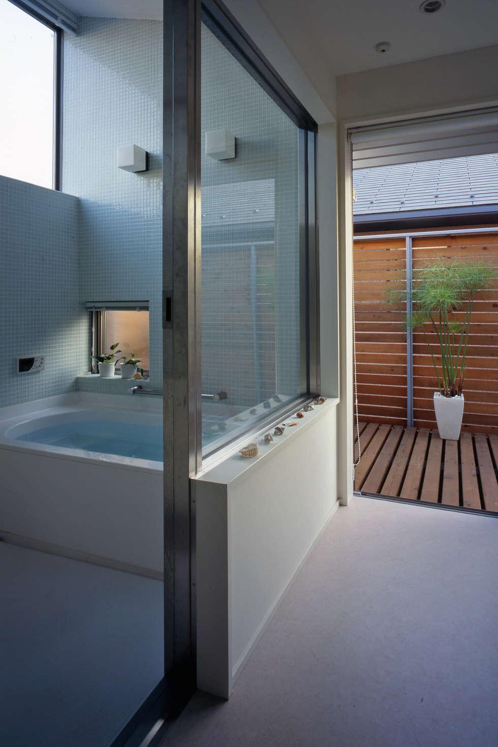市川の家: 長浜信幸建築設計事務所が手掛けた浴室です。