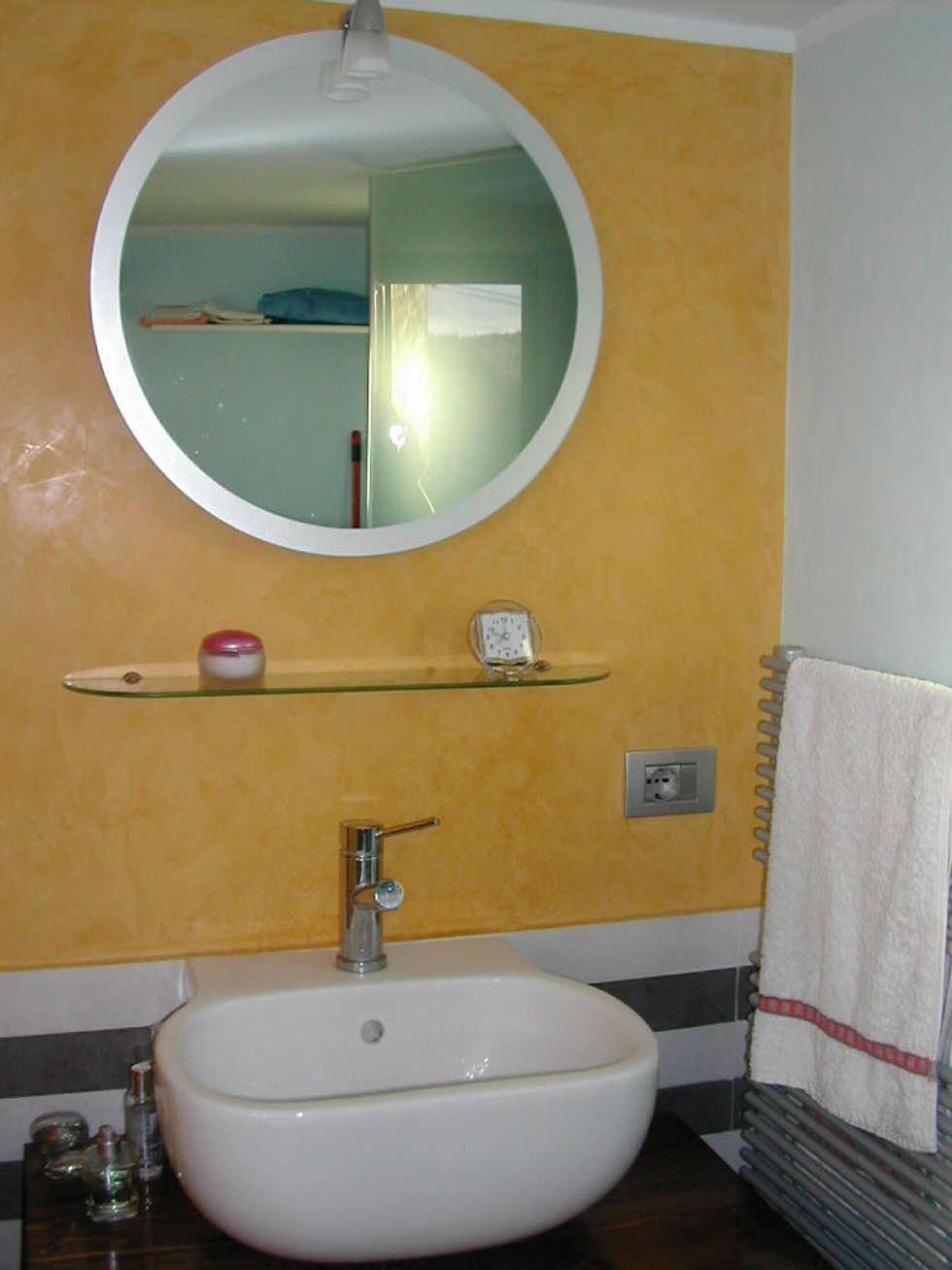 Bagno: Bagno in stile in stile Moderno di Studio di Ingegneria e Progettazione