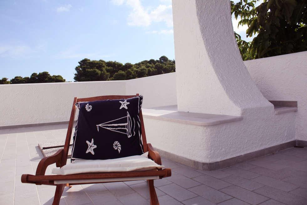 il terrazzo: Terrazza in stile  di Durango Studio di architettura e paesaggio