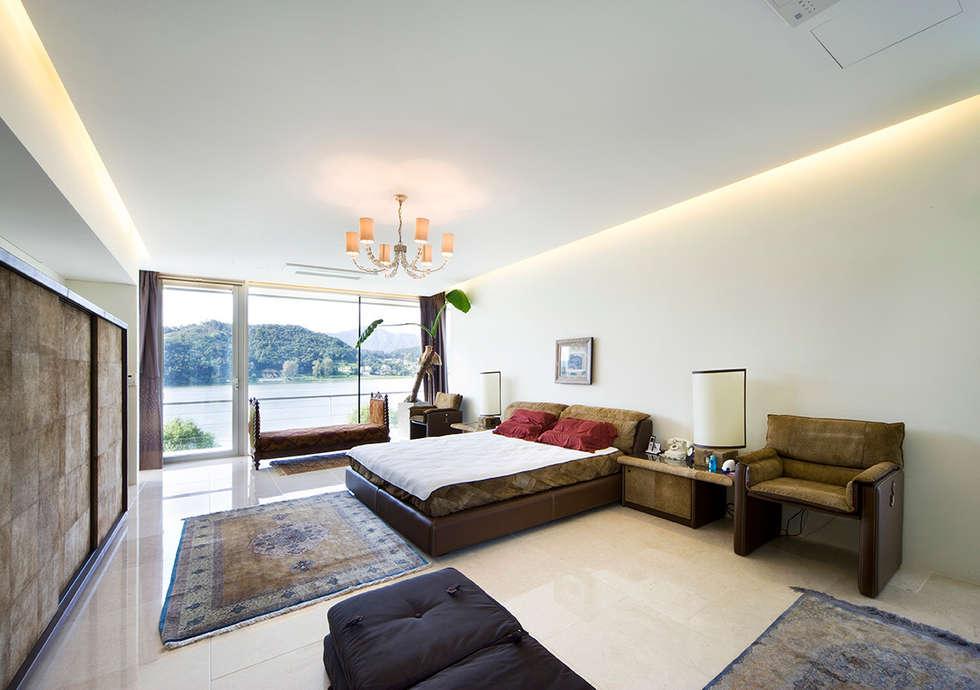 Floating House: hyunjoonyoo architects의  침실