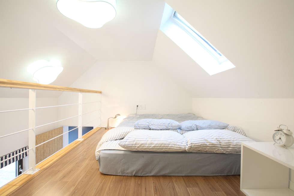 자녀방 다락침실: 주택설계전문 디자인그룹 홈스타일토토의  침실