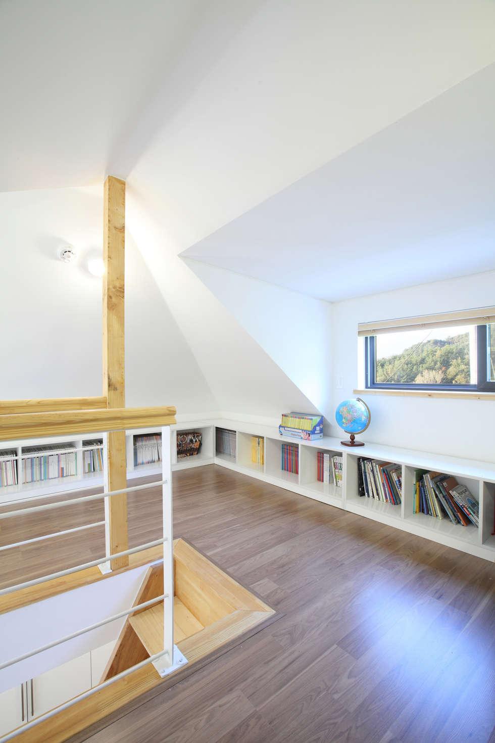 부부침실다락: 주택설계전문 디자인그룹 홈스타일토토의  침실