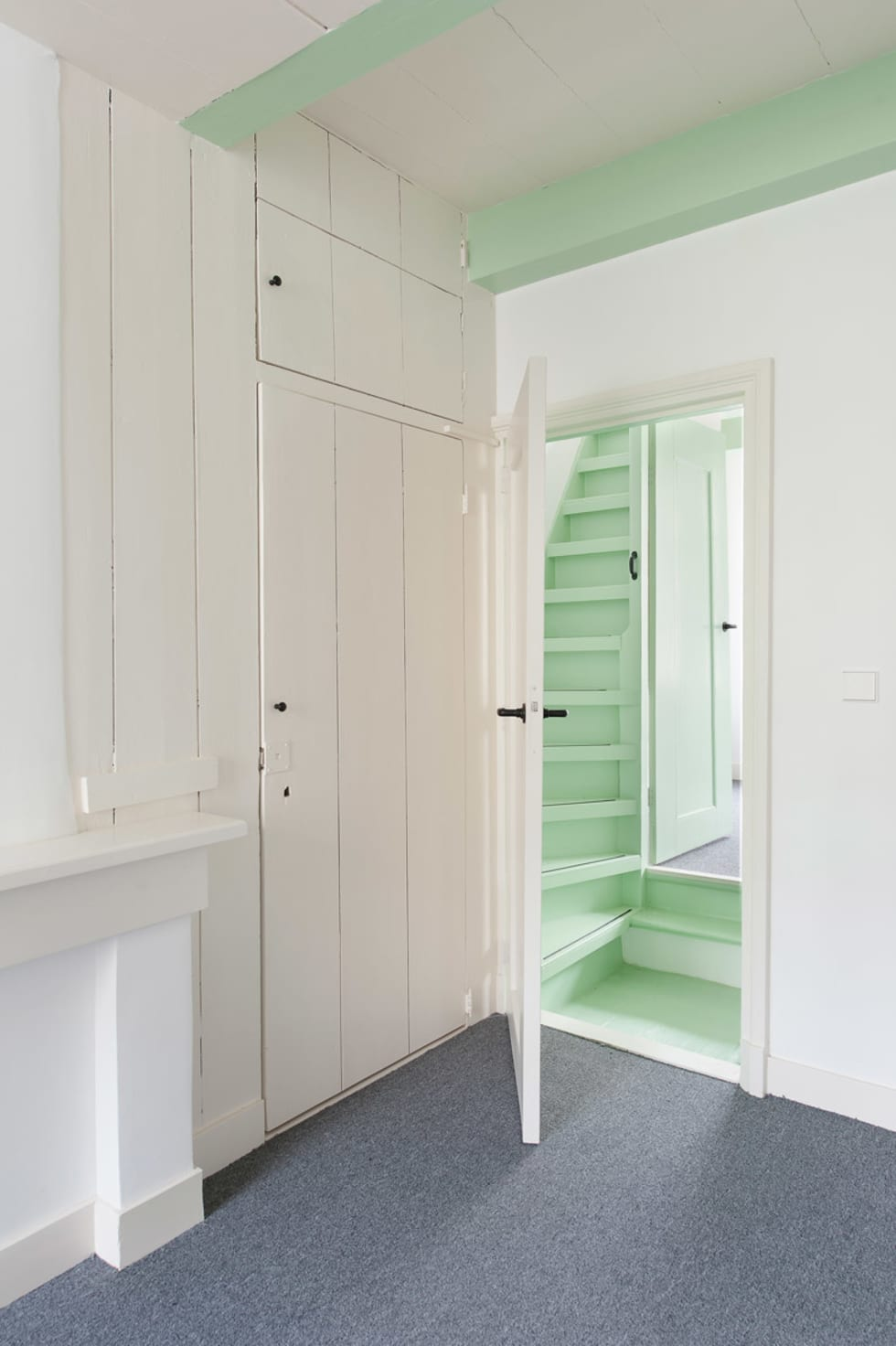 woonkamer - overloop: klasieke Woonkamer door Architectenbureau Vroom