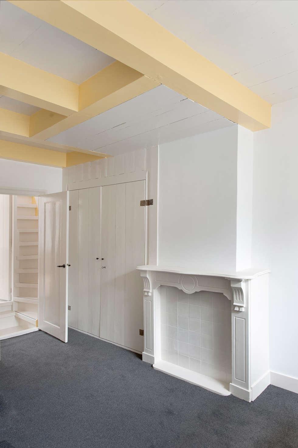 huiskamer: klasieke Woonkamer door Architectenbureau Vroom